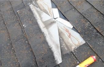 屋根材の軽度のヒビや割れの補修