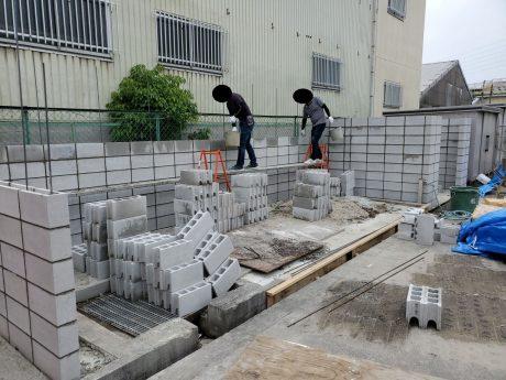 倉庫ブロック組積作業