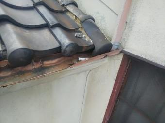 軒樋と瓦のズレ