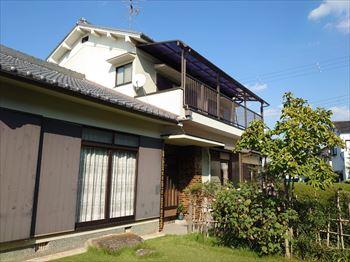 堺市中区にて1階和室から雨漏りが発生した現地調査の様子