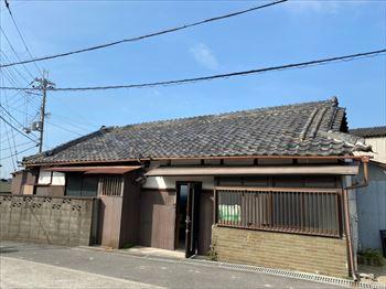 堺市北区で建物の経年劣化により室内に雨漏りが発生した現地調査