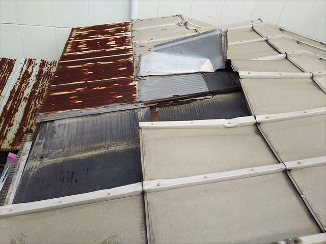 鋼板屋根破損1