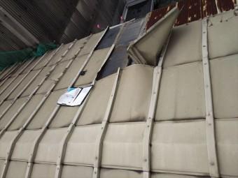 鋼板屋根破損2