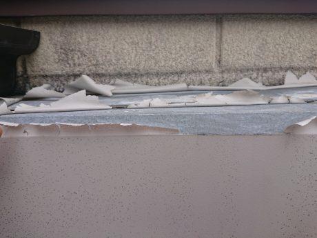 小テラス下シャッターボックス被害