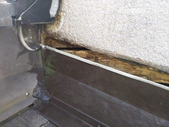 屋根・壁取合い板金仕舞い
