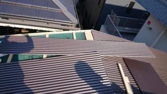 屋根下地状況と波鉄板張り