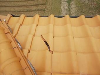 平瓦の割れと漆喰劣化状況