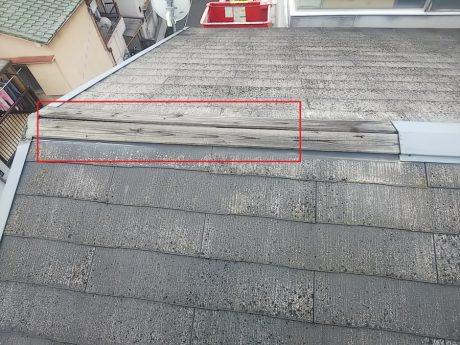 棟板金の飛散と下地板の腐食