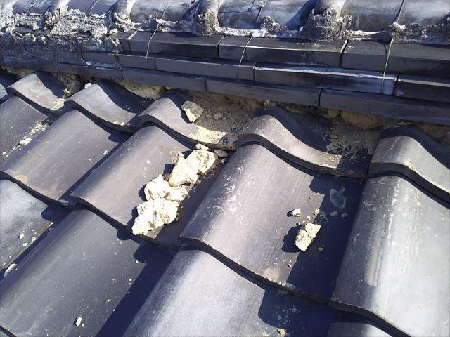 瓦屋根棟廻り不良状況
