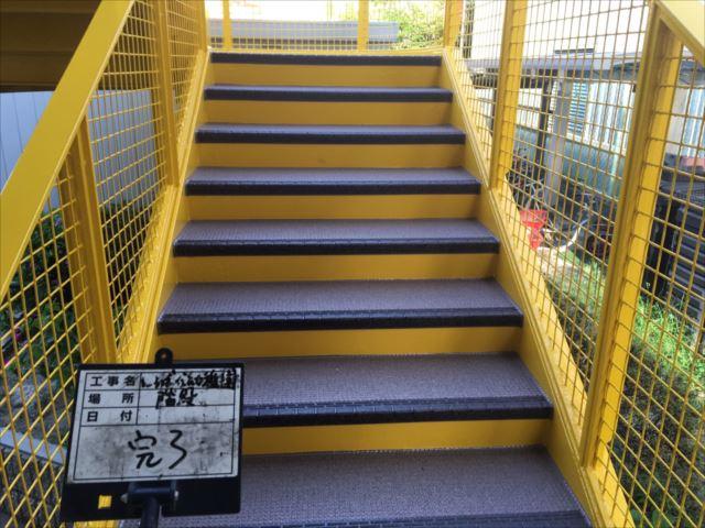 鉄骨階段床面シート貼り完了