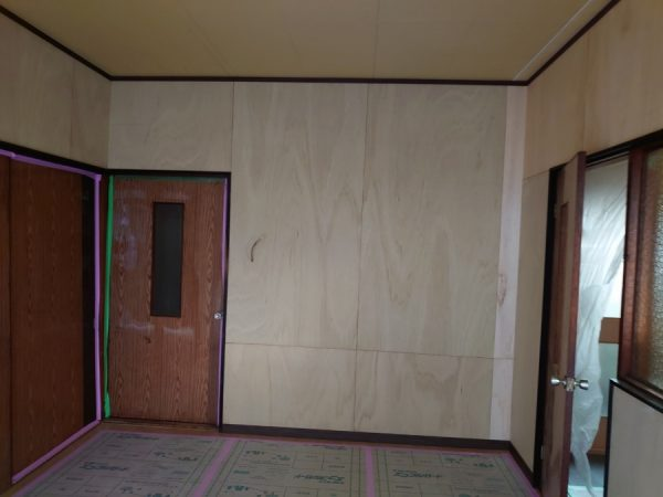 玄関リフォーム クロス張替え 印象チェンジ 工事前