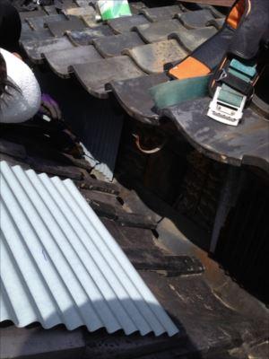 屋根取り合い部分板金 張り替え中