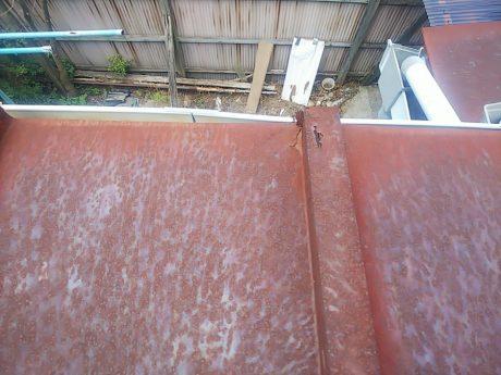 腐食と錆穴あきの瓦棒