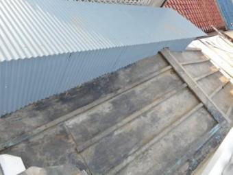 物置屋根・小壁完了