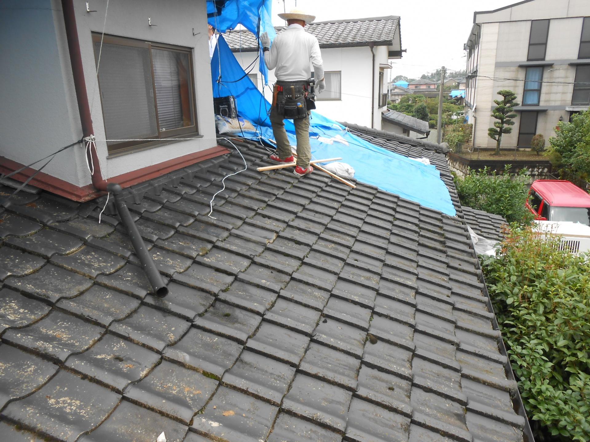 瓦屋根 下屋 雨漏れ