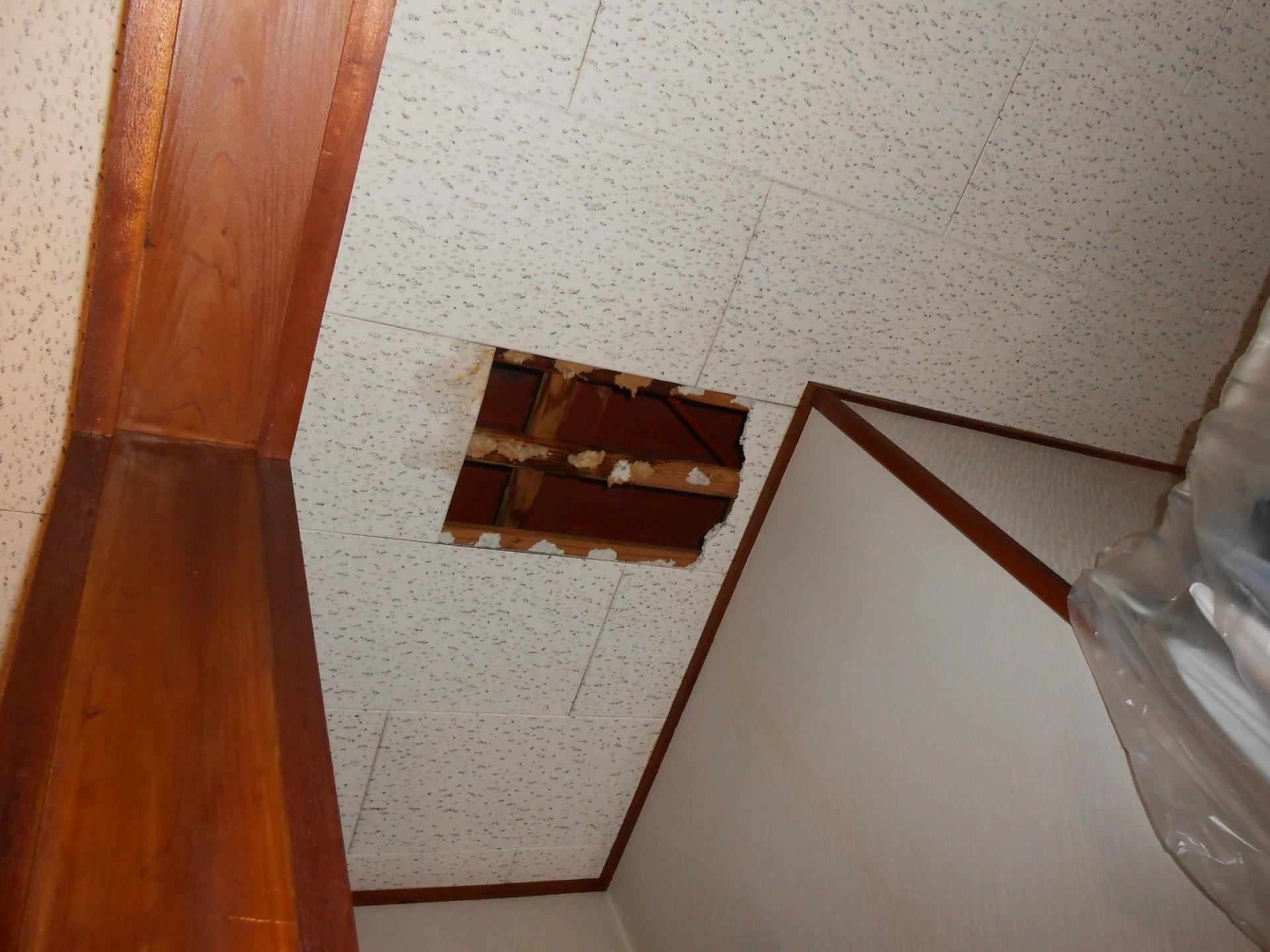 2階天井から雨漏