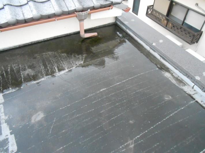 屋上にてドレンが詰まり水溜まり発生