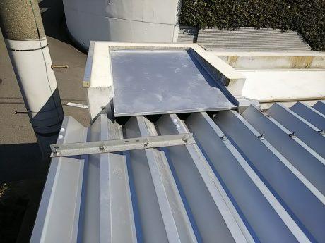 擁壁部分の屋根仕舞い