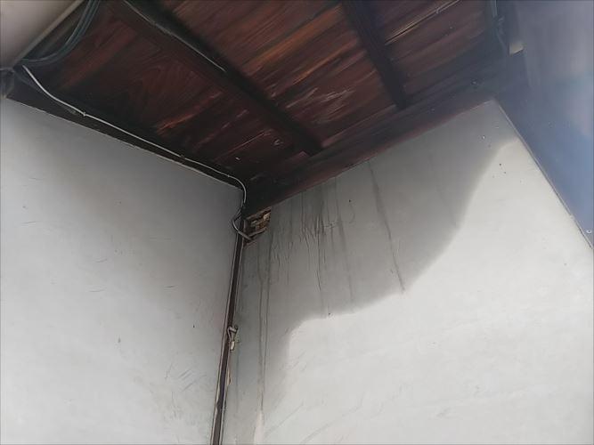 玄関先 雨漏れ箇所