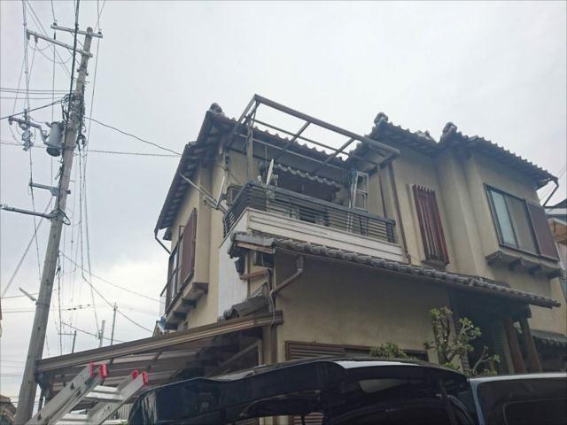 ポリカ屋根 破損 全体写真