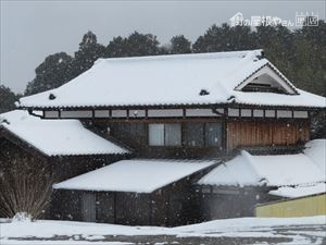 和風屋根の積雪状況