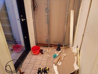 玄関雨漏り調査撤去状況