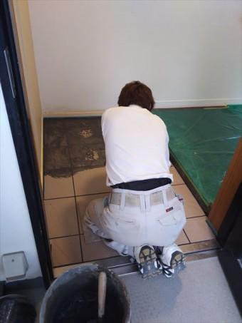 玄関床タイル貼り