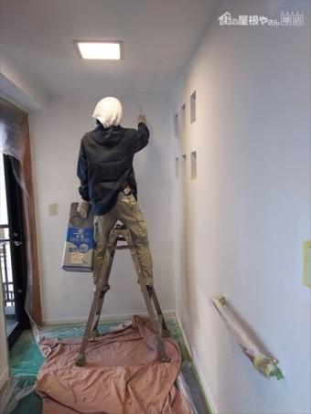 玄関壁塗装