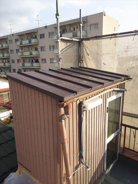 屋上屋根カバー工法ガルバリウム鋼板たて平葺き
