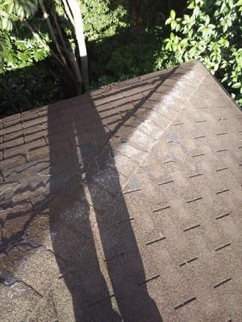 屋根シングル葺きめくれ状況