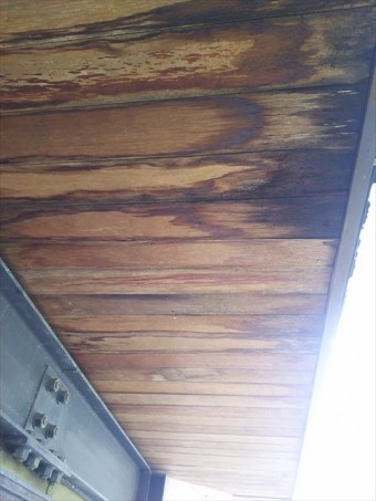 軒天板落下めくれ部板張り完了