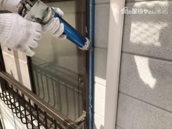 外壁塗装 サッシ廻りコーキング打設