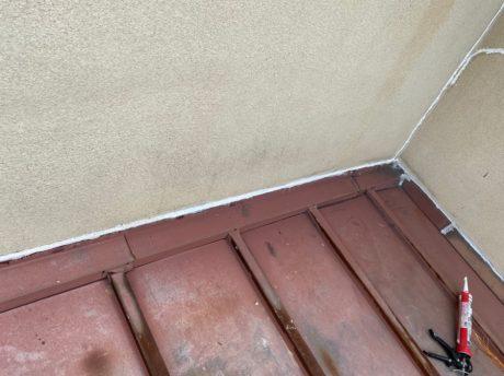 壁際水切りシール状況