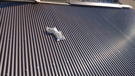 大屋根波鉄板張り