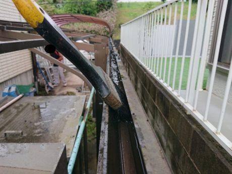 樋部分の清掃