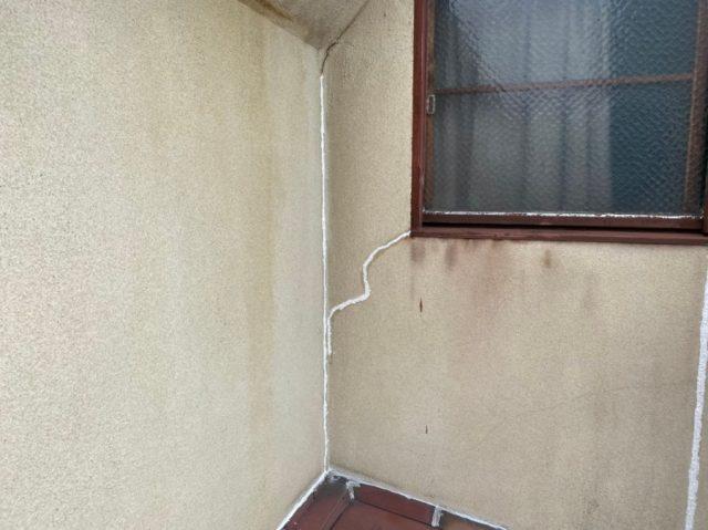 外壁クラック部シール施工状況