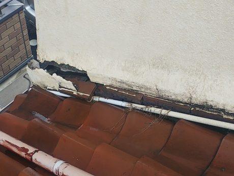 壁際瓦破損状況