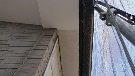 高石市で3階建て住宅の軒天と破風の破損部補修を行いました。